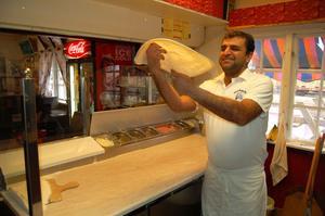 Iza Bozdogan kan rycka in och baka en pizza om det behövs.