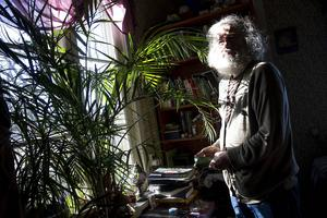 När László Gönczi grundade kollektivet var de åtta vuxna och fyra barn.