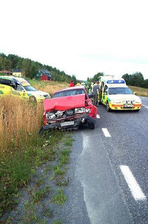 Olyckan skedde när föraren i den bakre bilen inte såg att bilen framför bromsat in för vänstersväng in till Ristafallet.