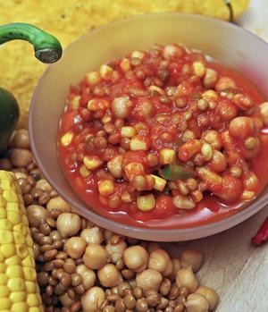Vegetarisk fyllning kan innehålla tomat, lök, paprika, linser och bönor. Allt kryddat med oregano, spiskummin, chili och inte minst vitlök.