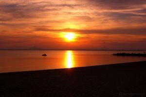 Denna underbara solnedgång fick vi se när vi satt och åt på en restaurang en kväll, det var en otroligt vacker syn!