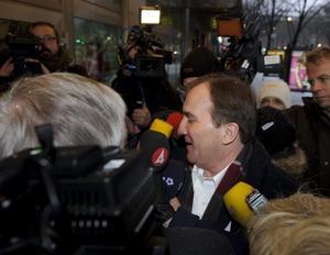 Stefan Löfven på väg in till mötet med Socialdemokraternas verkställande utskott.