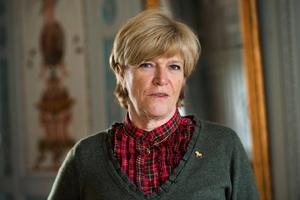 Landshövding Maria Norrfalk tar strid mot jordbruksverkets nya regler, som hotar bredbandsutbyggnaden i länets glesbygd.