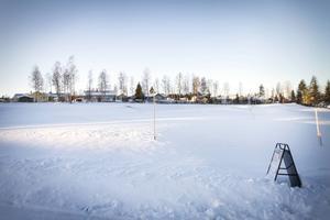 På denna tomt i Sidsjö ska drömhuset stå. I höst planeras det vara klart – det miljövänliga huset inspirerat av sekelskiftesvillor.