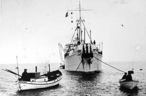 Från utläggningen av kabeln mellan Västervik på fastlandet och Ygne på Gotland 7 juni 1953