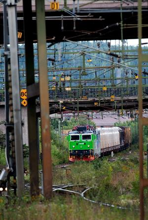 Alliansregeringen har anslagit miljarder till järnvägen under de närmaste åren. Men hur ska man klara upprustningen av järnvägen när det saknas järnvägstekniker? Frågan ställs av Borlängepolitikern Mari Jonsson (S).