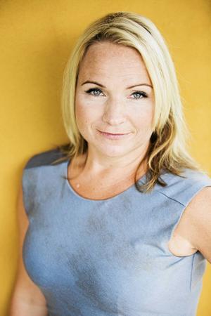 Monica Lundin (L).