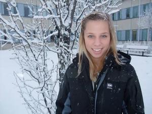 """BLIVANDE POLIS? Polisyrket lockar Tove Lindberg, som fyller 18 år i dag på nyårsafton. """"Det verkar kul att jobba med människor och få andra att känna trygghet"""", säger hon."""