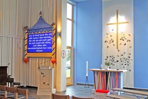 Prediskänken och altarväven i Krokoms nya kyrka.