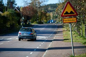 Mårdgatan trafikeras enligt uppgift av cirka 3500 fordon per dygn. Med den ökade trafiken har också bullerproblemen ökat.