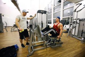 Karl Hendel och Linus Eriksson tränar fem till sex gånger i veckan. De har tränat på flera olika ställen i Norrtälje och är inte främmande för att variera gym. – Det är nyttigt med omväxling, säger Linus Eriksson.