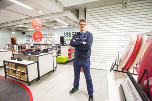 Jimmy Lindberg, som äger Team Sportia i Avesta, håller just nu på att städa ur butiken. I dag, onsdag, lämnade han in konkursansökan.