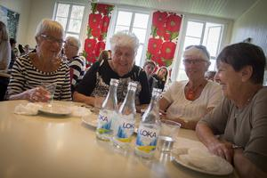Från vänster: Eva Vidström, Margit Aronsson, Marianne Wikström, Ingegärd Björklund klurade tillsammans på frågorna.