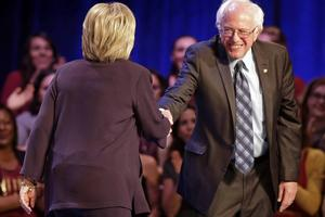Hillary Clinton (68 år) och Bernie Sanders (74 år) är inga duvungar.