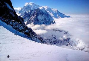 Högt uppe på Grand Montet har man en vacker vy mot Mont Blanc.