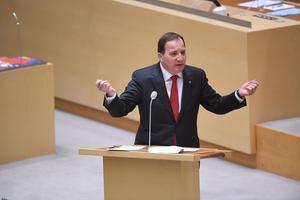 Statsminister Stefan Löfven talar under årets första partiledardebatt i Riksdagshuset i Stockholm.