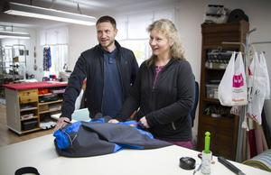 Peter Berggren, Coompanion, på besök hos kooperativet Krafkällan i Hudiksvall där Annelie Silén arbetar.