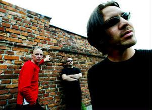 Synthbandet Tolchock från Sundsvall har fått skivkontrakt i USA.
