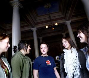 Fem unga företagare från Hedbergska. Ida Andersson, Elin Alvebjörk, Emelie Nordstrand, Therese Bergqvist och Josefine Rosenqvist har bildat Baggis UF.