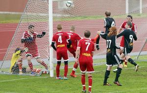 Trots att Hede hade fyra spelare framme vid första stolpen kom Tandsbyns tredje mål efter en hörna.