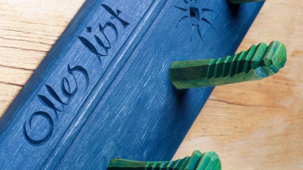 En knopplist med eget stuk. Med bara trä, färg och några få verktyg kan du skapa inredning med ett personligt uttryck.