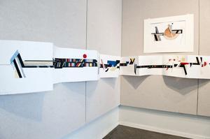Lars Hellströms flera meter långa dragspelsbok ingår i utställningen på Galleri Hörnan i Falun.