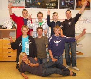 De allra första eleverna som får ta emot Besparingsskogens språkstipendium Ulum Dalska, 6 000 kronor var, är nu godkända. Foto:Björn Rehnström
