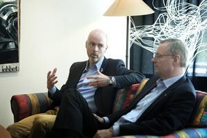 Jonny Gahnshag (S) och Mikael Rosén (M) delar inte uppfattning om kostnader och överskott för Resecentrum.
