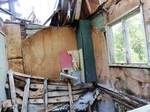 Huset ägdes av ett företag som gick i konkurs och kommunen har ingen juridisk person att rikta sina åtgärdskrav mot.