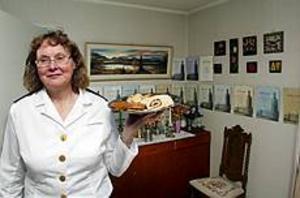 Foto:LASSE HALVARSSON Till fest. Så här ser en äkta Nobelfestservering ut. Signhild har onekligen rutin eftersom hon i år firar sitt 30-års ubileum.