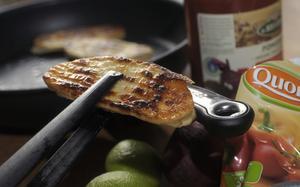 Vegetariskt alternativ. Det finns redan en mängd produkter som kan ersätta kött, bland annat filéer, tillverkade av till exempel svampprotein, skriver Marléne Andersson.foto: scanpix