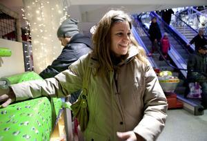 Charlotte Barr, Själevad– Jag och min man har turats om att åka till stan och handla julklappar, han har handlat tidigare så nu är det min tur. Det blir mest julklappar till barnen. De sista inköpen blir några hårda paket, de mjuka är redan köpta.