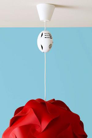 Knäpp. Snapalarm är en brandvarnare som knäpps fast på sladden till en tak-lampa. Finns bland annat på Designonline.se. Pris: 449 kronor.
