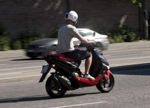 Från början var mopeden bara ett bruksfordon, men har mer och mer kommit att bli ett nöje för tonåringar.