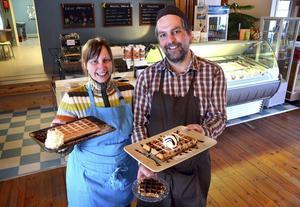 Valerie Van der Veken och Jeroen Porters har efter fyra år som glass- och våffelhusägare bestämt sig för att låta någon annan ta över verksamheten i Ljungaverk.