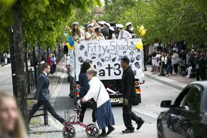 Centrums gator kantadesav många nyfikna åskådare när studenterna intog stan.