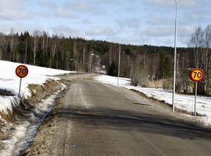 Lögdövögen är krokig med många skynda utfarter och därför vill Andreas Hjort att hastigheten ska sänkas.