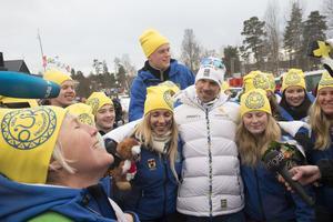 Här tillsammans med ett gäng fans från Orsas Ungdomskör under VM i Falun.