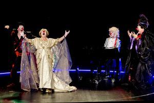 Margaretha Dalhamn, Ann Sofie Andersson, Joakim Berg och pianisten Johan Ullén ger prov på operans särdrag - känslostyrkan och musikens kraft.