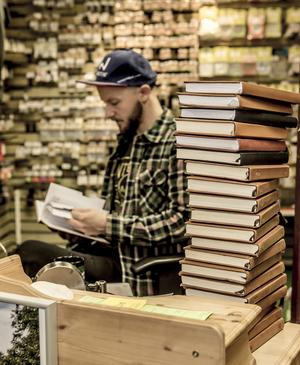 En personlig skatt. Gäddfiskaren Lars Öhman hittar glömda fiskar och händelser när han bläddrar i gamla fiskedagböcker. Bland otaliga fångster finns hans 157 gäddor över tio kilo.