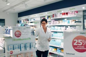 Maria Magnusson är apotekschef i Älmsta är förvånad att inte det statliga Apoteket AB ville satsa på Älmsta.