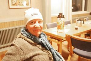 Gunilla Hedin är positiv till asylsökande i Lillhärdal och tycker att man borde starta second hand butik och sälja  kläder till de asylsökande.