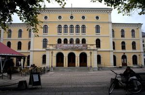 Länsteatern i Örebro har liksom de flesta övriga länsteatrar en betydligt minde fast ensemble i dag jämfört med på 1980-talet. Arkivbild.
