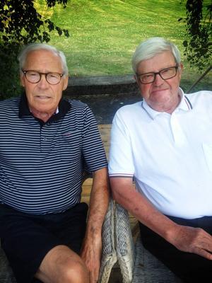 Illustratören Lennart K Svensson, 82 år, och till höger 71-årige författardebutanten Ulf Nässén från Tåsjö.