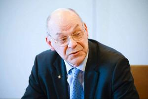 Regiondirektör Svante Lönnbark vill sätta press på myndigheter och andra makthavare i Stockholm att fatta beslut som gynnar Gävleborg.