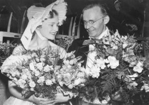 Lille Bror Söderlundh och solisten Christina Gorne vid Våren i Wien 1956, den första vårkonserten i stor stil i Borlänge. Foto: Rädda Bilden, Borlänge kommun.