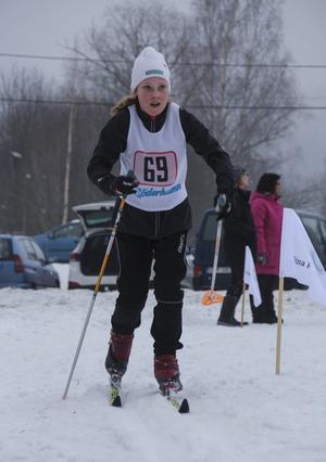 Victoria Flyman kämpar de sista metrarna innan mållinjen.