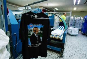 """Tidigare tvättade företaget en del privattvätt, då främst dukar. Men nu är det i princip uteslutande arbetskläder, entrémattor och tvätt från hotell och restauranger som tvättas. """"Förra veckan slog vi all time high med 9,5 ton tvätt på en vecka"""", säger vd:n Sten Jennervall."""