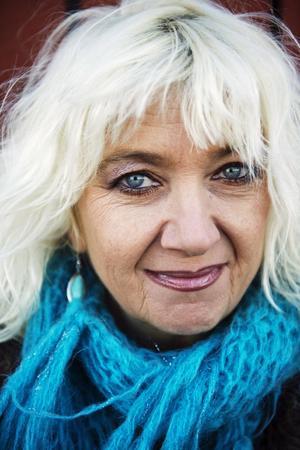 Sångerskan Suzzie Tapper fyller 55 år.