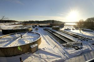 Lindholmens reningsverk har genomgått två större om- och tillbyggnader sedan början av 1960-talet då det byggdes. Nu behöver det moderniseras och byggas ut till en beräknad kostnad på 560 miljoner kronor. Foto: Anders Sjöberg